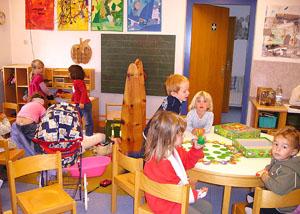 modele flyere pliante ieftine gradinita, after school, cresa, copii