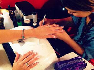 modele flyere pliante tehnician unghii false, manichiurista, manichiura, unghii cu gel, salon unghii